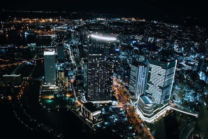 横浜ランドマークタワーの展望フロアで夜景撮影